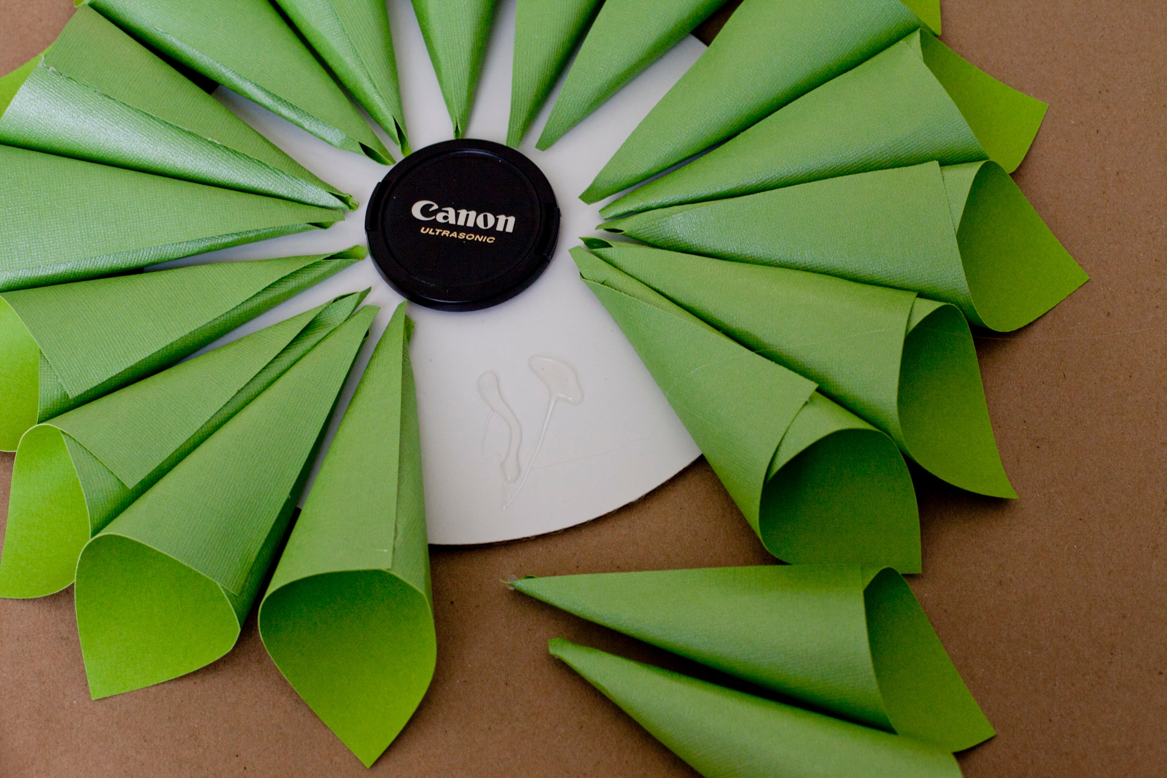 Tutorial} Paper Cone Christmas Wreath How - To - Frog Prince Paperie