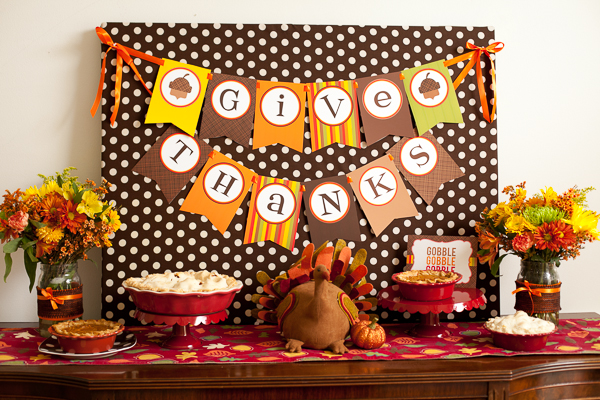 Kids' Thanksgiving Table: We Are So Thankful!