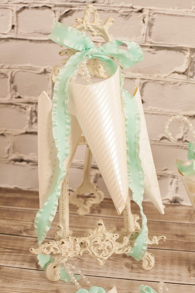 baby shower favor cone-11