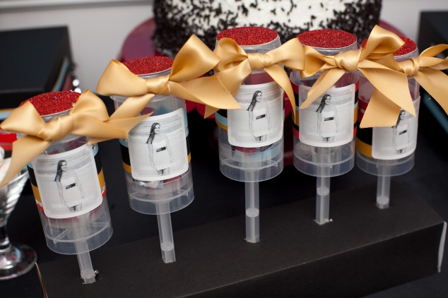 graduation-party ideas-confetti popper