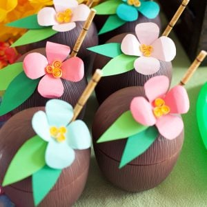 Luau Coconut Drink Cups – DIY Paper Luau Flowers