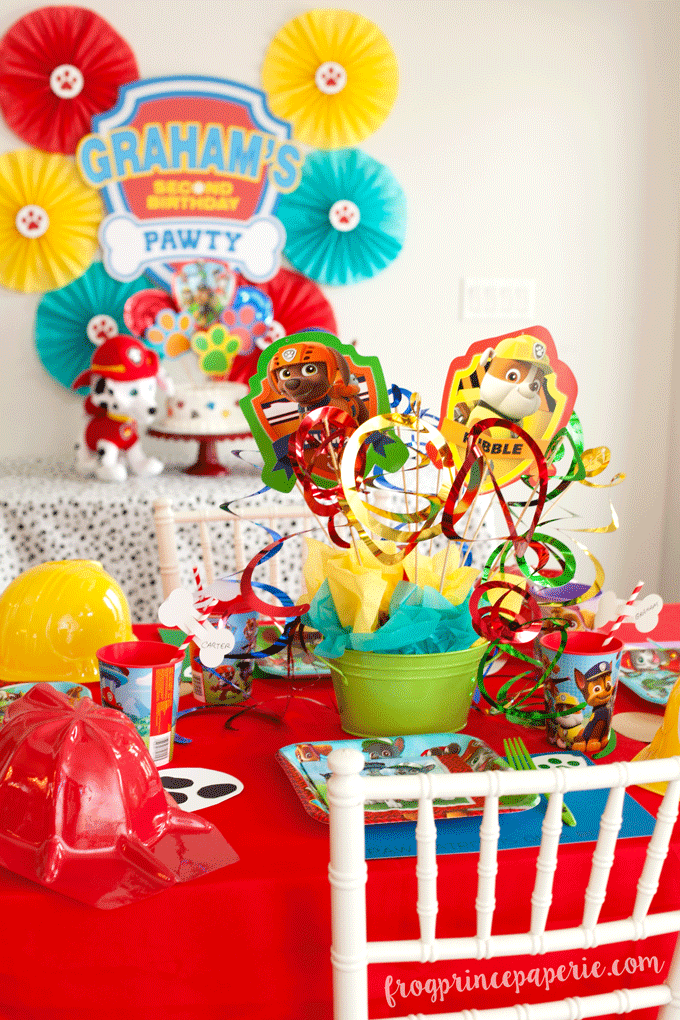 Paw patrol party ideas for birthdays, tablescape and cake table