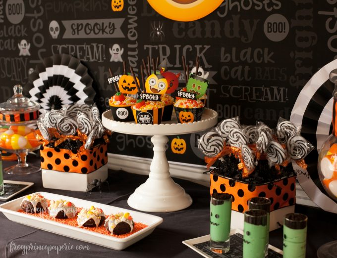 Emoji Halloween party ideas - dessert bar