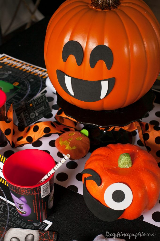 Emoji Halloween party ideas - pumpkins!