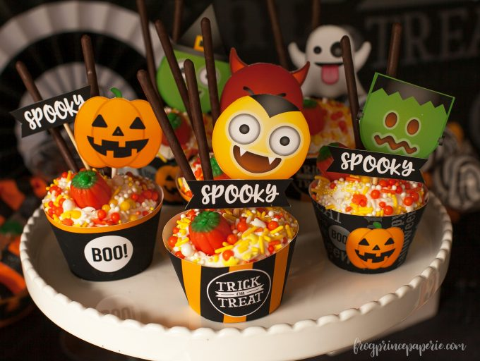 Emoji Halloween party ideas - monster cupcakes