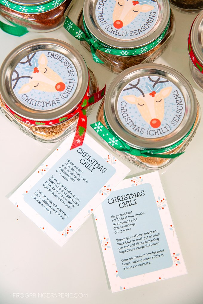 Make a DIY neighbor gift with this Chili Seasoning kit this Christmas!