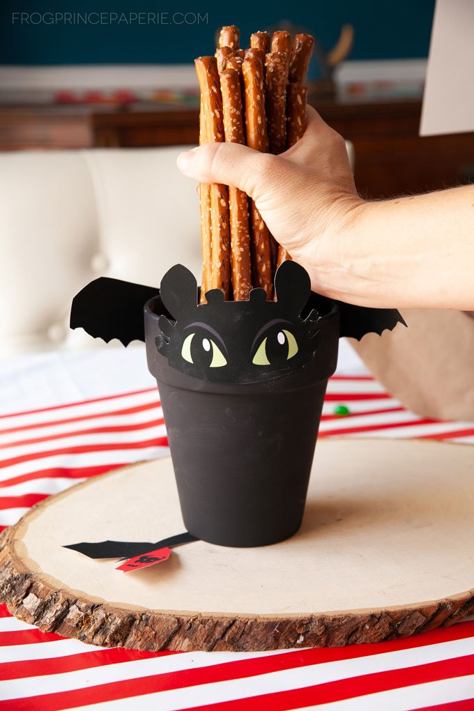 How to Train Your Dragon Craft Idea: Toothless Pot