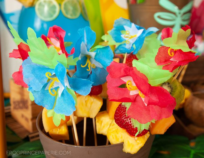 Easy luau party ideas for an easy tiki bar. DIY Tiki buckets are great for holding fruit.