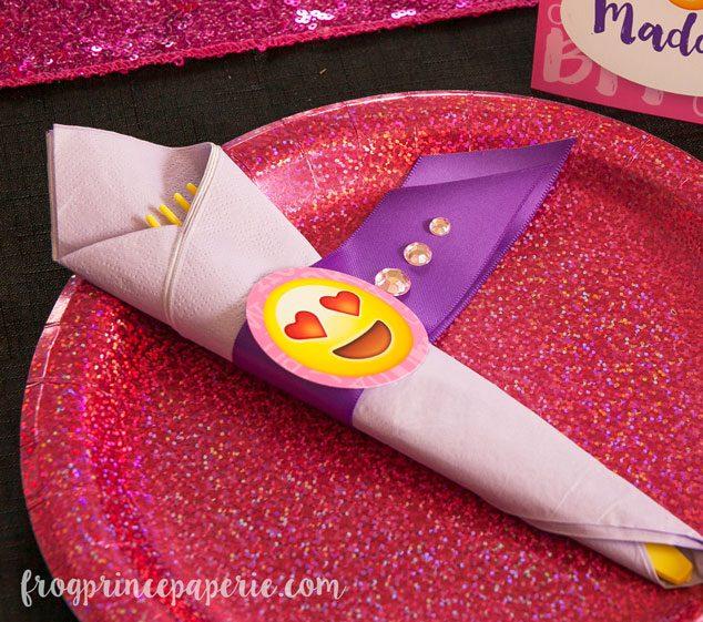 Emoji-party-ideas-napkin