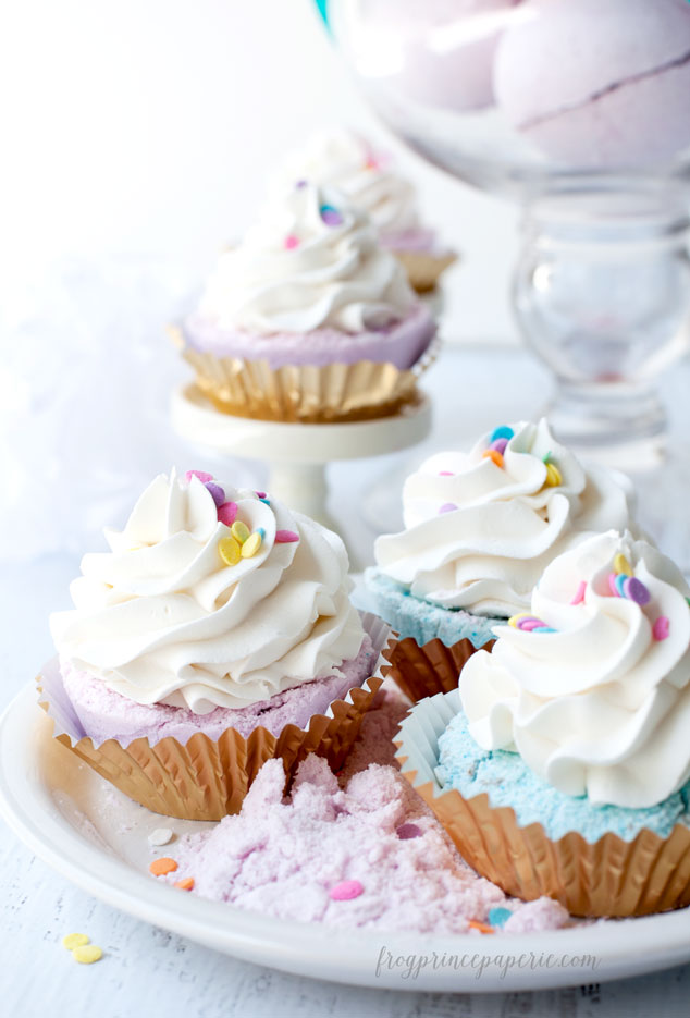 Fizzy-Cupcake-Bath-Bomb-Recipe-10