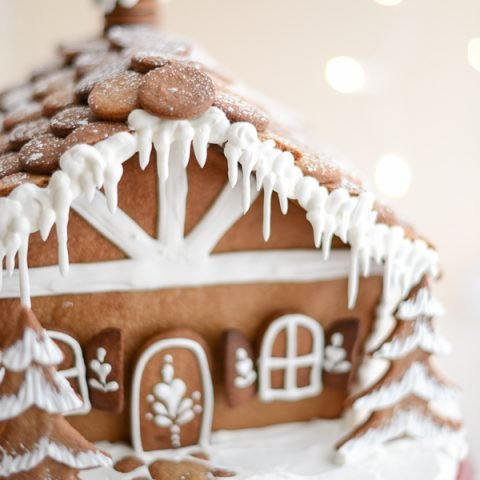 Get professional help for making your gingerbread houses this holiday season with this gingerbread house tutorial with tips from gingerbread PRO Nikki Wills of Tikkido.com!