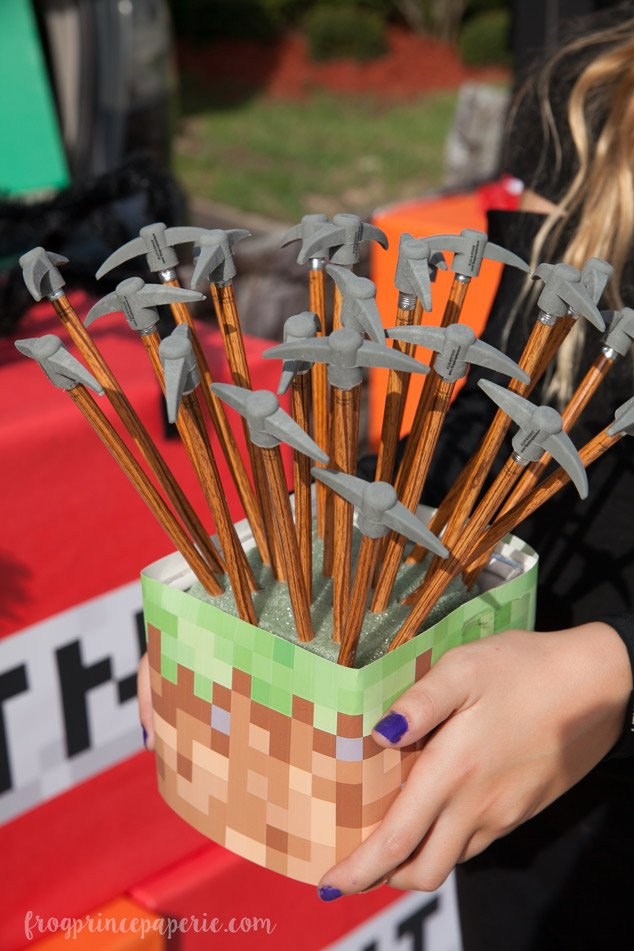 Trunk or treat ideas for your Minecraft fans! Use pick axes as treats for for food-allergy trunk or treaters for an in-theme favor.