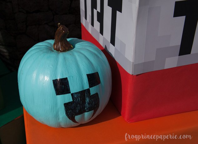 Trunk or treat ideas for your Minecraft fans! Be sure to remember the food allergy treaters so they can participate, too!