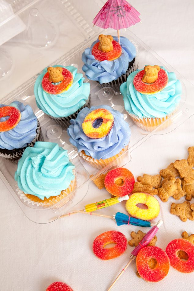 Pool-Party-Cupcakes-1