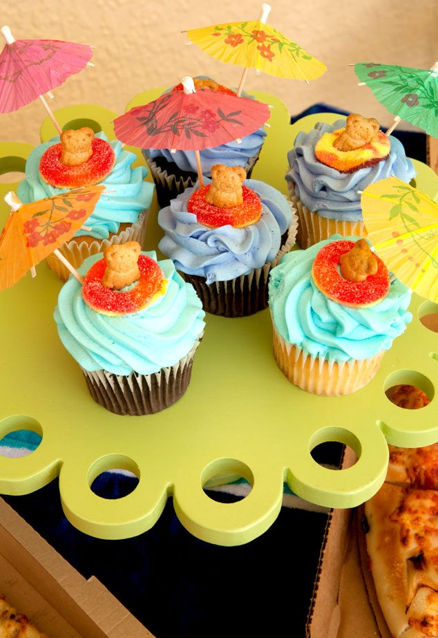 5 minute pool party cupcakes and the last minute pool - How to make a pool party ...