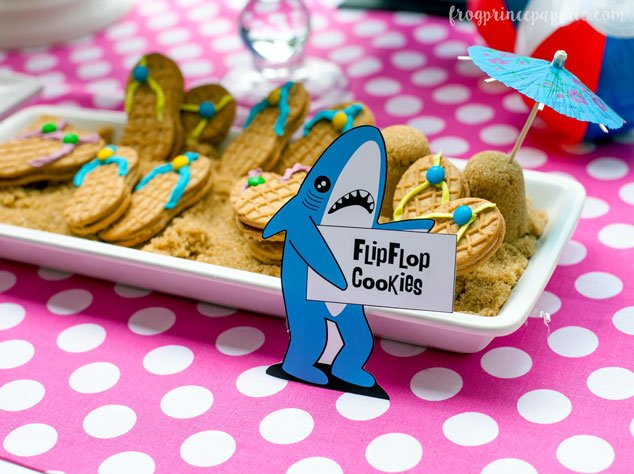 Summer-ready easy DIY flip flop cookies. For a crowd-pleasing presentation, set them in a bed of brown sugar to look like sand!