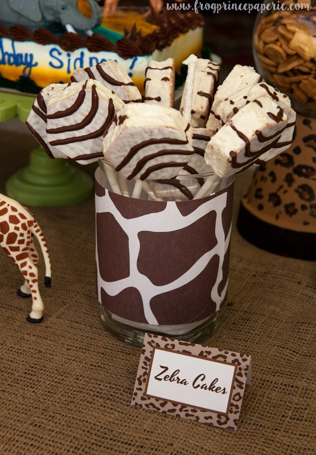 Zebra cakes - a safari birthday party