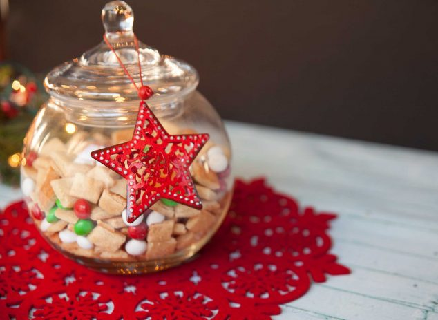 Sugar cookie snack mix in mason jars, perfect for Christmas neighbor gifts or teacher gifts!