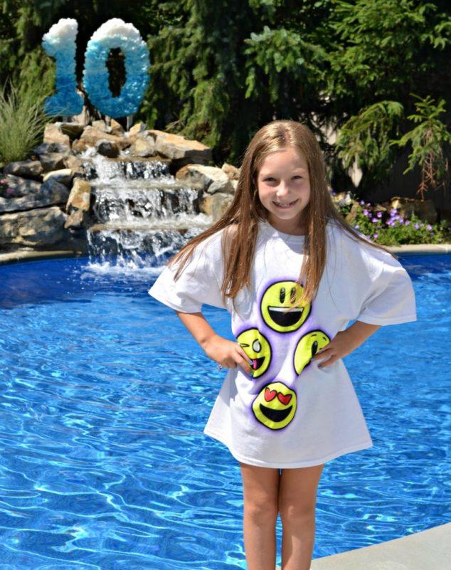 emoji smiley pool party